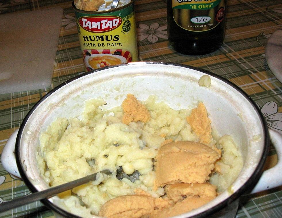 cartofi humus